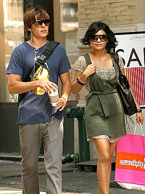 COUPLING UP photo | Vanessa Hudgens, Zac Efron