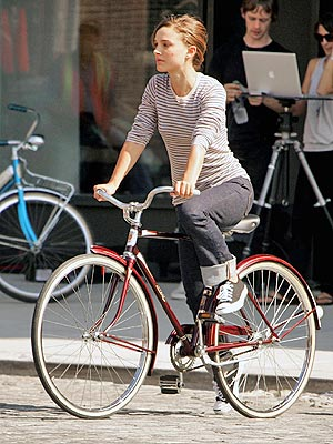 CYCLING IN THE CITY photo | Natalie Portman