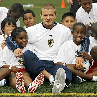THE HARLEM SHUFFLE photo | David Beckham