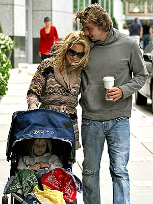 GET A LITTLE CLOSER photo | Dax Shepard, Kate Hudson
