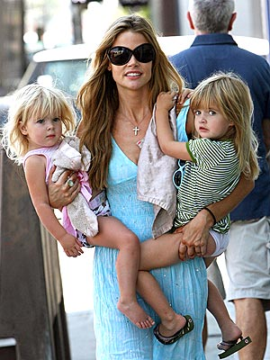 HANDS ON MOM photo | Denise Richards