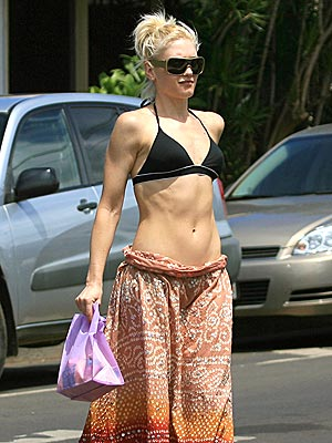 gwen_stefani_6_pack_body.jpg