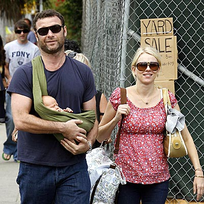 BABY ON BOARD! photo | Liev Schreiber, Naomi Watts