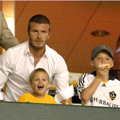 CHEER SQUAD photo | David Beckham