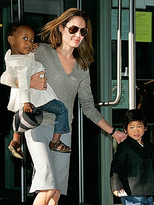 SUPER MOM photo | Angelina Jolie