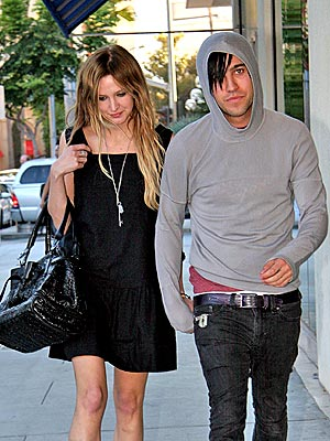 L.O.V.E. TO S.H.O.P. photo | Ashlee Simpson, Pete Wentz