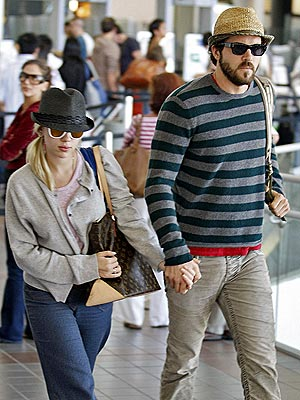Scarlett Johansson & Ryan Reynolds Announce Engagement ...