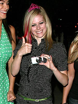 SNAP HAPPY photo | Avril Lavigne