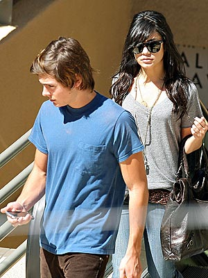 ON THE BRIGHT SIDE  photo | Vanessa Hudgens, Zac Efron