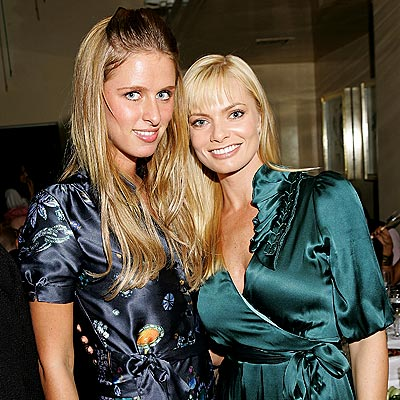 CHOW TIME photo | Jamie Pressly, Nicky Hilton