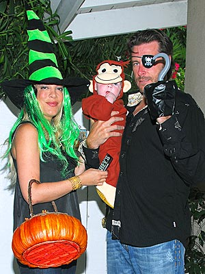 A SPOOKY SIGHT photo | Dean McDermott, Tori Spelling