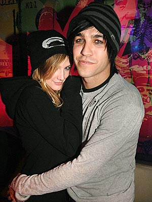 IN A SQUEEZE photo | Ashlee Simpson, Pete Wentz