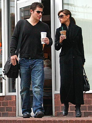 COFFEE WALK photo | Nick Lachey, Vanessa Minnillo
