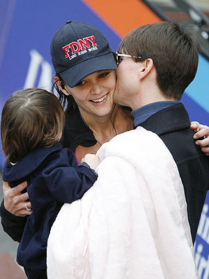 WELCOMING COMMITTEE photo | Katie Holmes, Tom Cruise