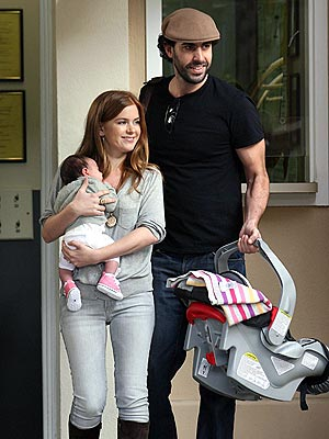 BABY BORAT &#8211; IT&#39;S NIIIICE photo | Isla Fisher, Sacha Baron Cohen