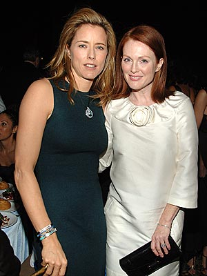 SNOW ANGELS photo | Julianne Moore, Tea Leoni