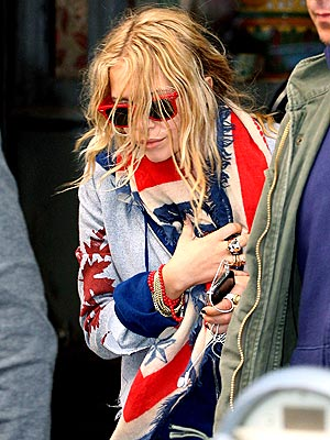 BACK IN ACTION photo | Mary-Kate Olsen