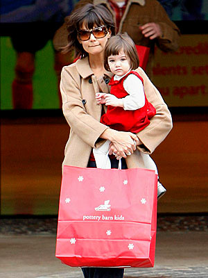 WHAT'S IN THE BAG, MOM? photo | Katie Holmes, Suri Cruise