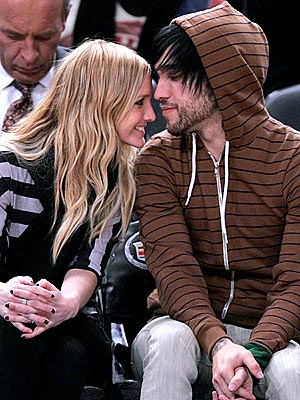 STARING CONTEST photo | Ashlee Simpson, Pete Wentz