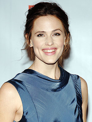 Isn't Jennifer Garner just so lovable? She's beautiful, a doting mother, ...