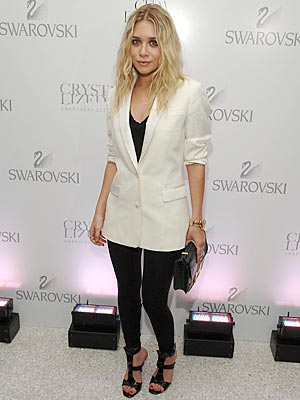http://img2.timeinc.net/people/i/2007/stylewatch/blog/070618/ashley_olsen_300x400.jpg