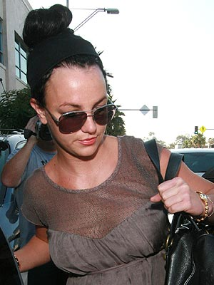 Britney Spears Is Back to Dark Hair What Do You Think VO Flynet