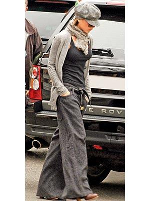 http://img2.timeinc.net/people/i/2007/stylewatch/blog/070820/victoria_beckham_300x400.jpg