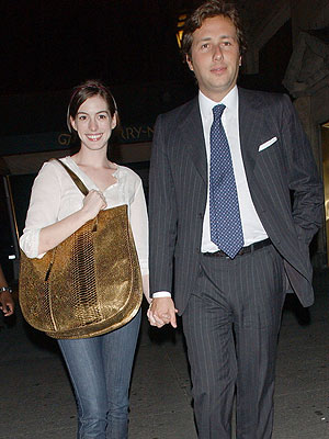 Anne Hathaway Without Makeup Pictures. Anne Hathaway#39;s Target