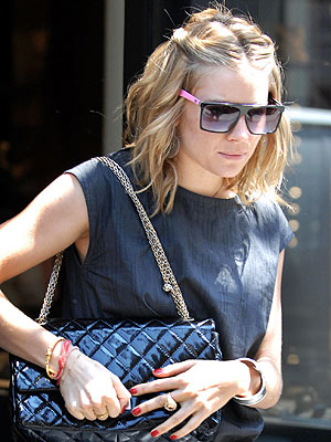 http://img2.timeinc.net/people/i/2007/stylewatch/gallery/fall_nails/sienna_miller.jpg