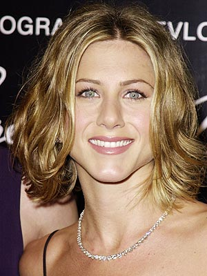 Jennifer Aniston's Short wavy Hair style 2009