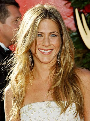 GOLDEN GIRL  photo | Jennifer Aniston