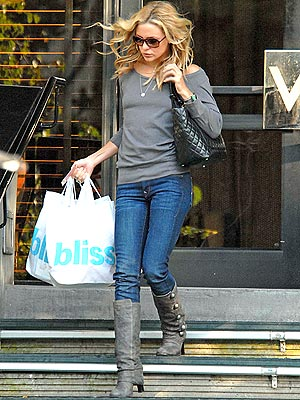 POWER SHOPPING photo | Kate Hudson
