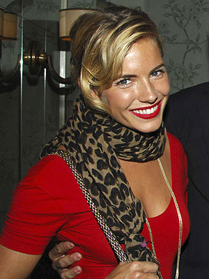 http://img2.timeinc.net/people/i/2007/stylewatch/gallery/red_lips/sienna_miller300.jpg