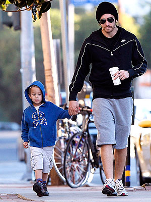 Jake Gyllenhaal and Deacon Phillippe Get a Grip – Moms ... Ryan Phillippe Children