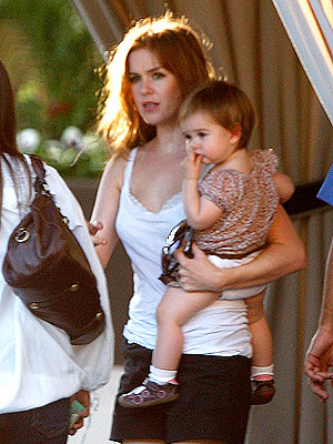 Isla Fisher Totes Her Tot – Moms & Babies – Celebrity ...