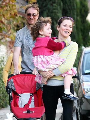 Baby Jogger Com >> David and Anna Take Gracie Along for Sunday's Shopping ...