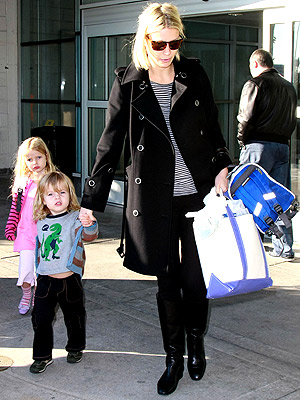 http://img2.timeinc.net/people/i/2008/cbb/galleries/airports/gwyneth_paltrow.jpg