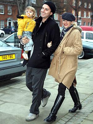 BABY STEPS photo | Gavin Rossdale, Gwen Stefani, Kingston Rossdale