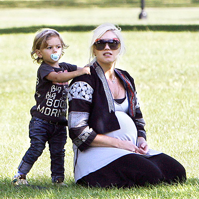 HANDS ON photo | Gwen Stefani, Kingston Rossdale
