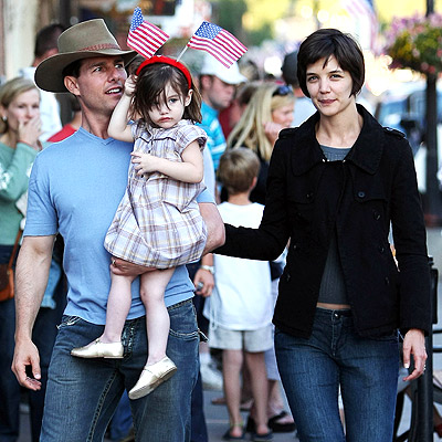 TOM, SURI & KATIE photo | Katie Holmes, Suri Cruise, Tom Cruise