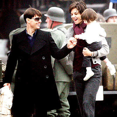 SET VISIT photo | Katie Holmes, Suri Cruise, Tom Cruise