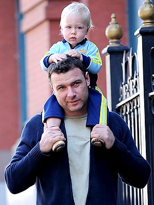 HEAD AND SHOULDERS ABOVE photo | Liev Schreiber