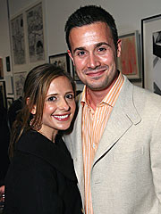 Couples Watch: Avril & Deryck, Sarah & Freddie...| Caught in the Act, Freddie Prinze Jr., Sarah Michelle Gellar