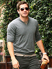 Jake Gyllenhaal Steps Out – Without Reese
