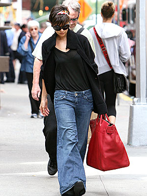 BAGGY LADY photo | Katie Holmes