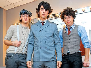 Jonas Brothers Movie is Hot Hot Hot!