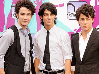 Jonas Brothers 'Fear' Grammy Night | Jonas Brothers, Joe Jonas, Jonas Brothers, Kevin Jonas, Nick Jonas