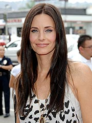 Courteney Cox's 'Family Matter' Halts Cougar Town Filming