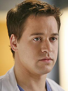 It's Official: T.R. Knight Leaves Grey's Anatomy