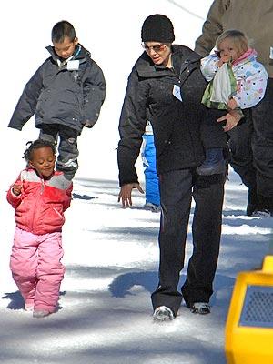 FAMILY TIME photo | Angelina Jolie, Maddox Jolie-Pitt, Shiloh Jolie-Pitt, Zahara Jolie-Pitt